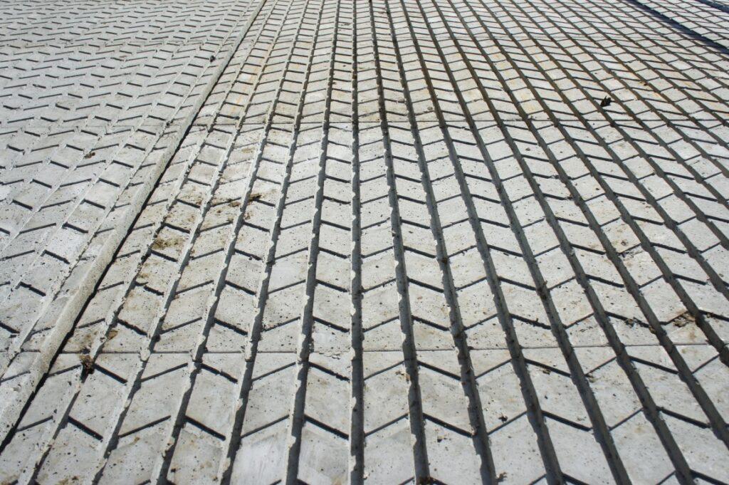 Willisauer Rillenboden. Die innovative Lauffläche aus Beton.